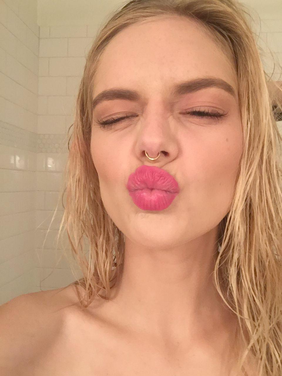 Hugo Weaving niece and Netflix star Samara Weaving nude Leaked
