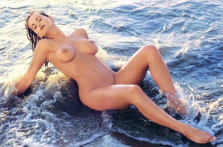 Karen McDougal nude photos leaked with Donald Trump